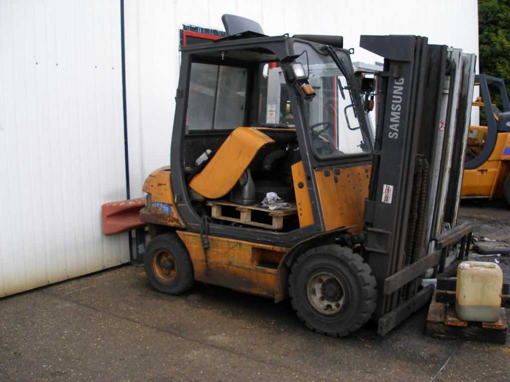 chariot élévateur à fourches CLARK CMP25D location vente neuf ou occasion
