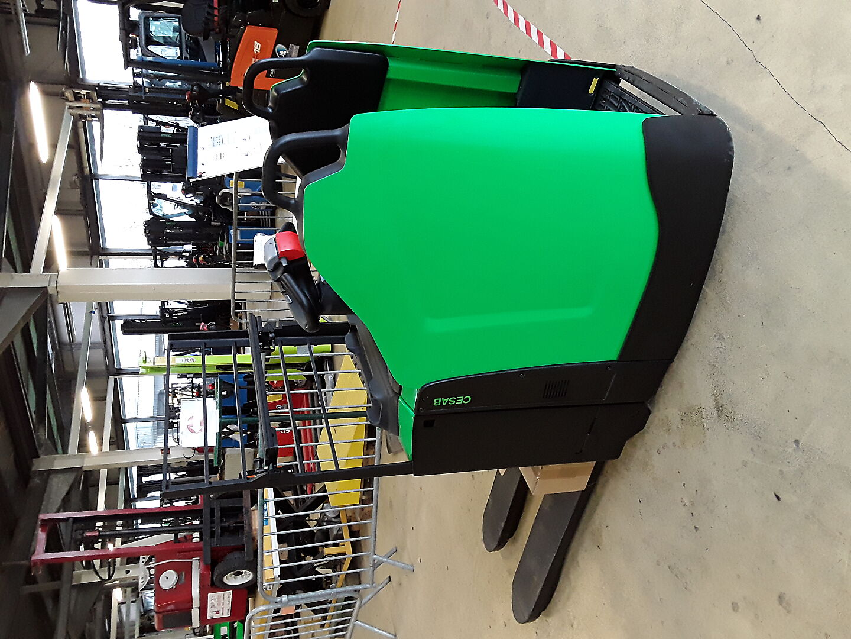 transpalette conducteur porté debout CESAB P320 location vente neuf ou occasion