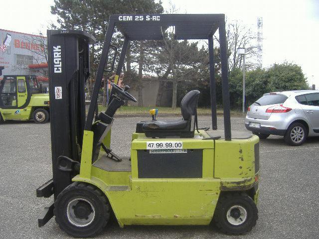 location vente occasion chariot élévateur à fourches CLARK CEM 25S MEGA AC